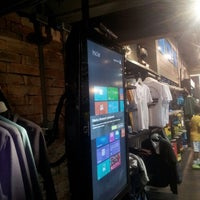 Foto tirada no(a) Billabong Store por Max S. em 5/20/2014