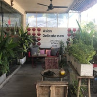 Photo taken at Deli Campur Asia by Heceliza on 4/18/2018