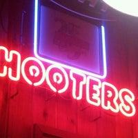 10/20/2012 tarihinde Marle R.ziyaretçi tarafından Hooters'de çekilen fotoğraf