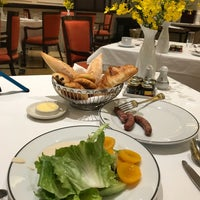 Photo taken at La Terrasse @ Sofitel Metropole Hotel by Larry C. on 10/27/2017