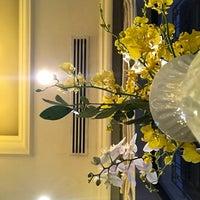 Photo taken at La Terrasse @ Sofitel Metropole Hotel by Larry C. on 10/29/2017