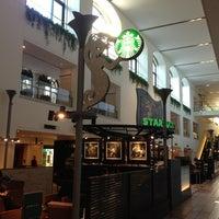 Photo taken at Starbucks by Ohchi on 1/19/2013