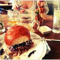 Photo prise au Dish – Fine Burger Bistro par Matias T. le6/23/2013
