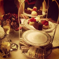 Photo taken at The Ritz London by Aslı E. on 12/14/2012