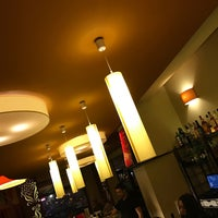 Foto diambil di Cafe Esquina oleh Thilo S. pada 11/15/2016