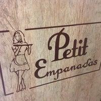 Foto tirada no(a) Petit Empanadas por Rafaela em 3/8/2015