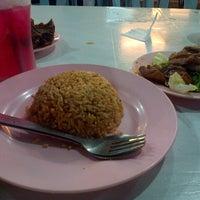 Foto diambil di Mancongkam Chicken Rice oleh Firdhaus I. pada 11/28/2012