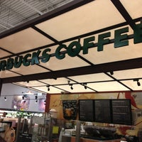 Foto tirada no(a) Starbucks por Mark S. em 3/2/2013