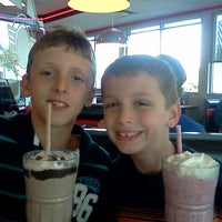 Photo taken at Steak 'n Shake by Robin S. on 9/4/2013