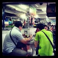 Photo taken at Hill Side Food Court (Medan Selera Mutiara) by Hafiz M. on 5/6/2013
