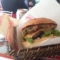 2/7/2013 tarihinde İsmet D.ziyaretçi tarafından Egg & Burger'de çekilen fotoğraf