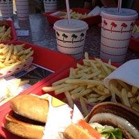 Foto diambil di In-N-Out Burger oleh Trista pada 7/21/2013