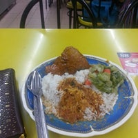 Photo taken at Restoran Arafah by Zulaikha Z. on 11/22/2014