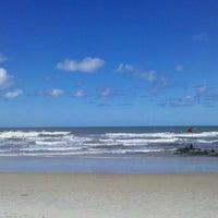 Foto tirada no(a) Praia de Canabrava por Sergio S. em 7/9/2013