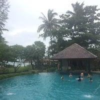 Photo taken at Nangthong Bay Resort by Thitapa J. on 9/12/2014