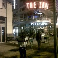 Снимок сделан в The Zone @ Rosebank пользователем Graphic C. 11/2/2012