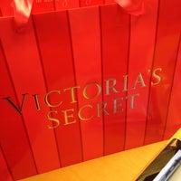 Photo taken at Victoria's Secret PINK by Aljon A. on 12/29/2014