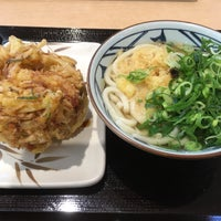 Photo taken at 丸亀製麺 みらい長崎ココウォーク店 by ホーリー 仁. on 2/4/2018