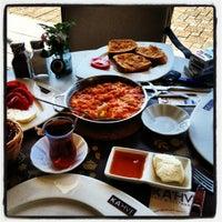9/26/2012 tarihinde 🎀DeNİZ🎀ziyaretçi tarafından KA'hve Café & Restaurant'de çekilen fotoğraf