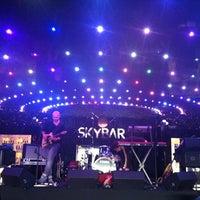 Снимок сделан в Skybar пользователем Victor I. 10/5/2012