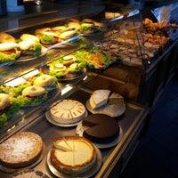 Das Foto wurde bei Cafe MAY von Roman K. am 9/17/2012 aufgenommen