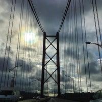 Foto tomada en Ponte 25 de Abril por Cédric A. el 12/18/2012