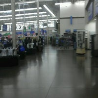 Photo taken at Walmart Supercenter by Tonio D. on 11/14/2012