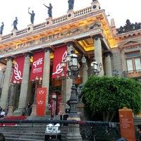 7/28/2013 tarihinde Patricia S.ziyaretçi tarafından Teatro Juárez'de çekilen fotoğraf