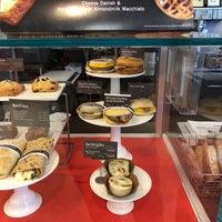รูปภาพถ่ายที่ Starbucks โดย Frederic J. เมื่อ 3/5/2018