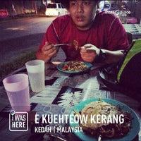 Photo taken at Kuey Tiaw Kerang 2.80 by Abdul H. on 5/6/2013