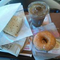Photo taken at Dunkin' Donuts Plaza Decorísima by Negrita C. on 1/9/2016