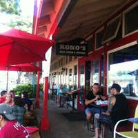 Photo taken at Kono's Big Wave Cafe by Mariana on 10/13/2012