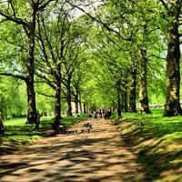 รูปภาพถ่ายที่ Green Park โดย Rowland W. เมื่อ 5/31/2013