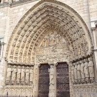 Das Foto wurde bei Kathedrale Notre-Dame de Paris von Tasha S. am 6/14/2013 aufgenommen