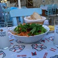 6/3/2013 tarihinde Erdinc B.ziyaretçi tarafından Tirilye Balık Restorant'de çekilen fotoğraf