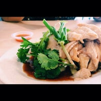 Photo taken at Hot Bowl Nyonya Delights by BloodyShaine on 1/31/2015