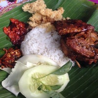 Photo taken at Ayam Bakar Genther by Nolyn Dannie P. on 6/21/2015