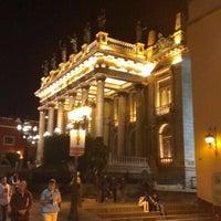 Foto tomada en Teatro Juárez por Alfonso G. el 10/11/2012