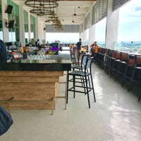 Photo taken at Alto Sky Lounge by Yip叶 on 12/14/2016