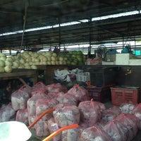 Photo taken at Bundusan Fruit & Vege Wholesale Market by Santa👒 on 11/4/2013