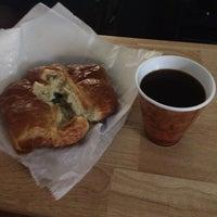 Photo prise au Newberry Bros. Coffee par Alhaji D. le11/9/2014