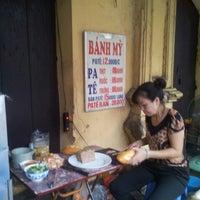 Photo taken at bánh mì pate lãn ông by Anna on 8/29/2014