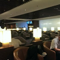 Photo taken at SIA SilverKris Lounge (Terminal 2) by Kevin B. on 7/25/2013