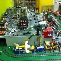 Снимок сделан в GameBrick. музей-выставка моделей из кубиков LEGO пользователем Фаиль Б. 10/6/2013