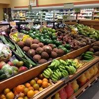 Das Foto wurde bei Whole Foods Market von мария am 8/26/2013 aufgenommen