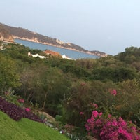 Photo taken at Santa Cruz Huatulco by Edna H. on 12/11/2016