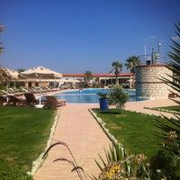 Das Foto wurde bei Alaçatı Beach Resort von Glsh am 6/17/2013 aufgenommen