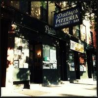 Photo prise au Patsy's Pizza - East Harlem par Diana Z. le8/21/2013