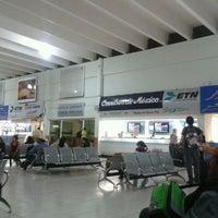 Photo prise au Central de Autobuses par Adolfo D. le10/26/2012