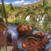 Photo taken at Muradiye Şelalesi Restaurant by Barzan M. on 9/22/2016